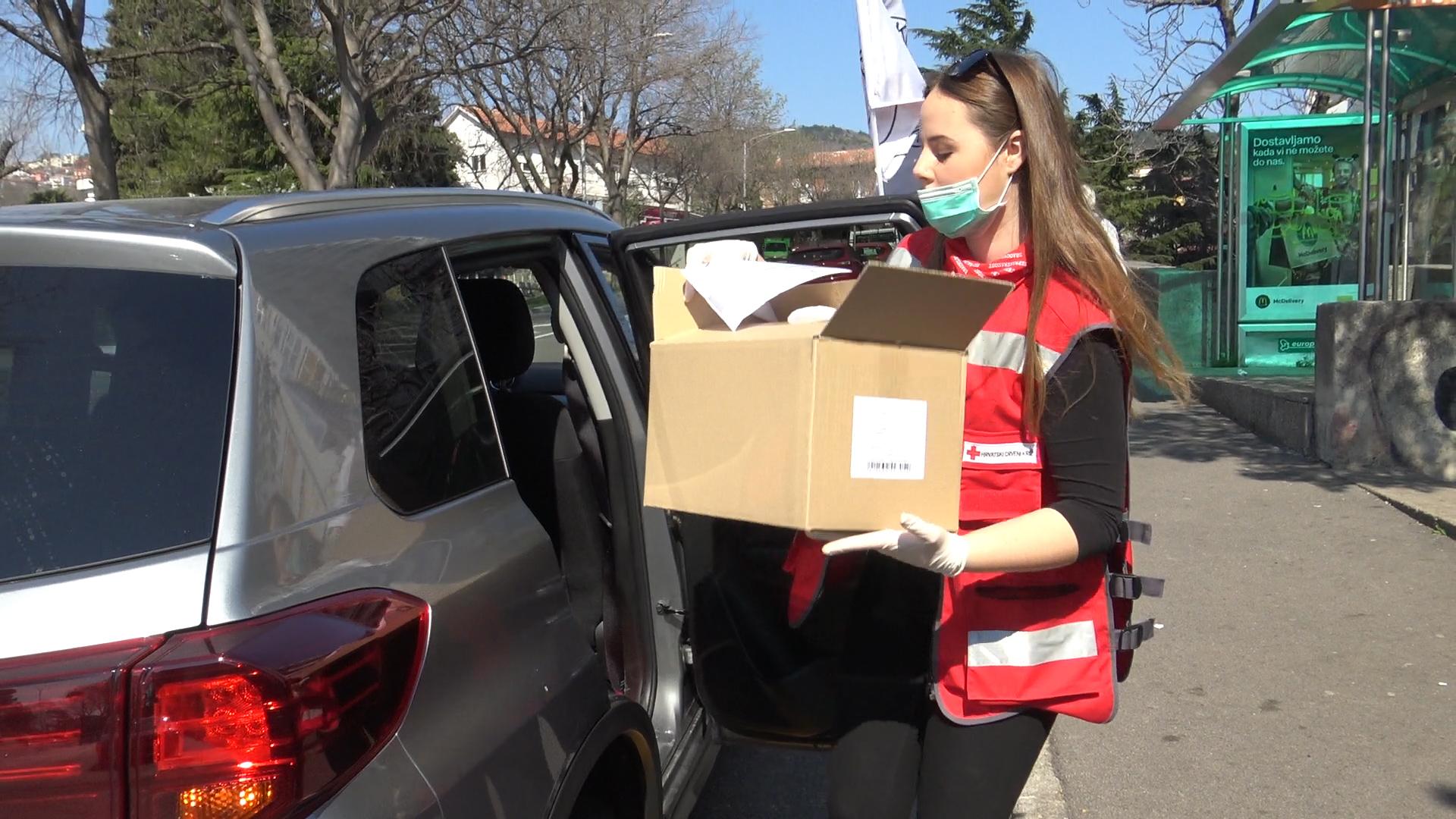 Crveni križ dostavlja hranu i lijekove zbog koronavirusa (8)
