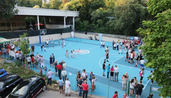 U sklopu Sportsko-rekreacijskog centra Zamet sinoć je svečano otvoreno obnovljeno košarkaško igralište. Igralište je obnovljeno sredstvima skupljenim organizacijom Gospodarskih igara održanih 5. svibnja ove godine, sredstvima Grada Rijeke kroz Riječki program lokalnog partnerstva i sredstvima Primorsko-goranske županije. Cilj akcije bio je prikupiti sredstva u iznosu od 130.000 kuna koliko je bilo potrebno za postavljanje akrilne podloge na igralište te dvije pleksiglas table i dva zglobna obruča.