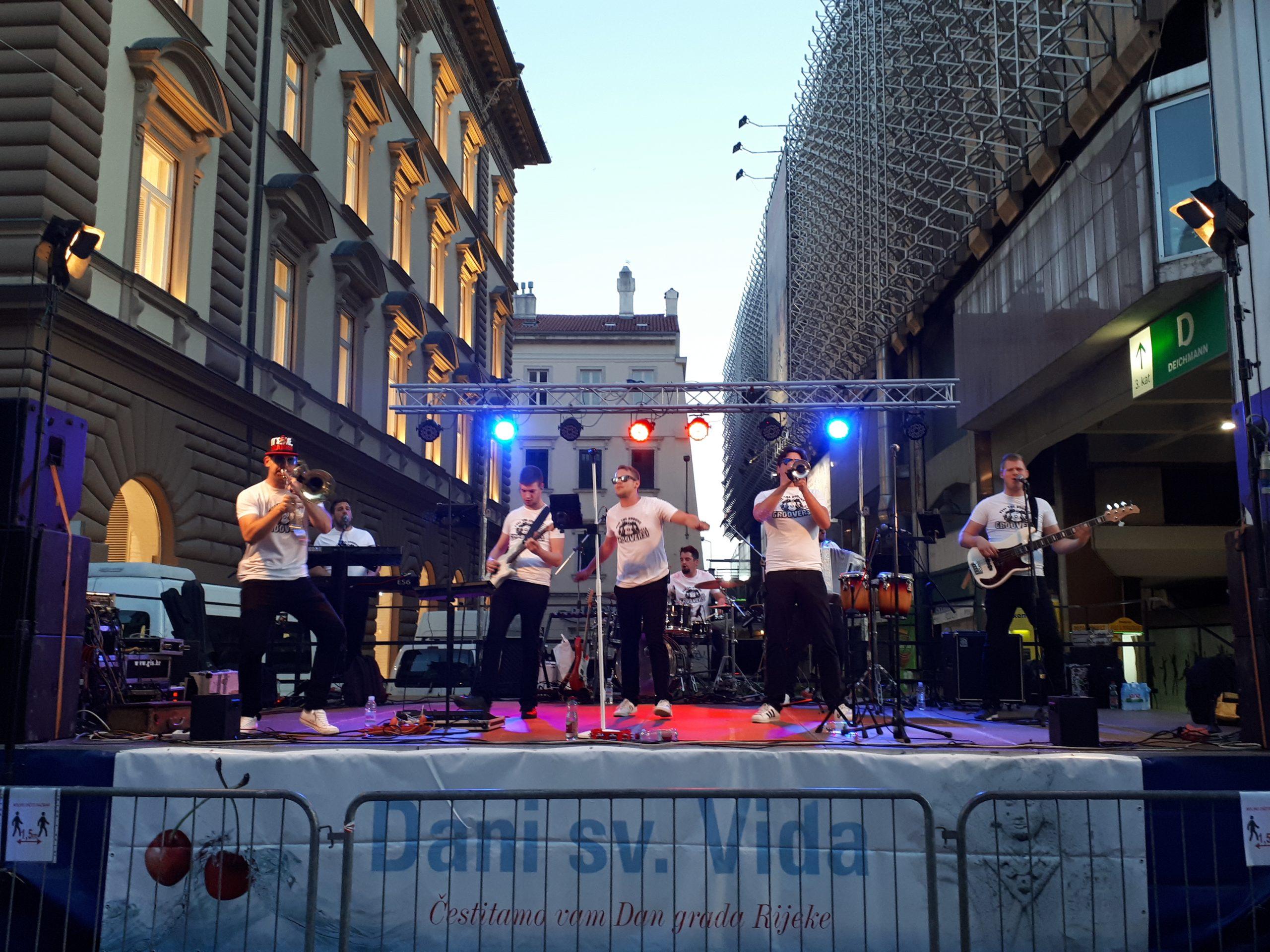 Na pozornici na Korzu nastupili su Grooversi