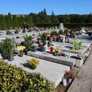 Aleja hrvatskih branitelja na groblju Drenova