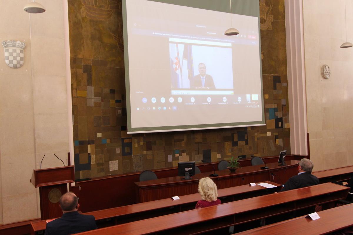 Video-vezom obratio se ministar zdravstva Vili Beroš