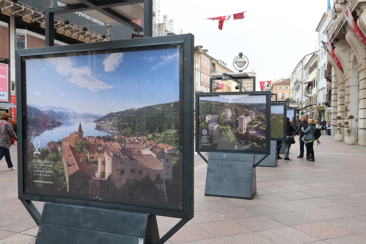 Obilazak izložbe Putovima Frankopana na postamentima