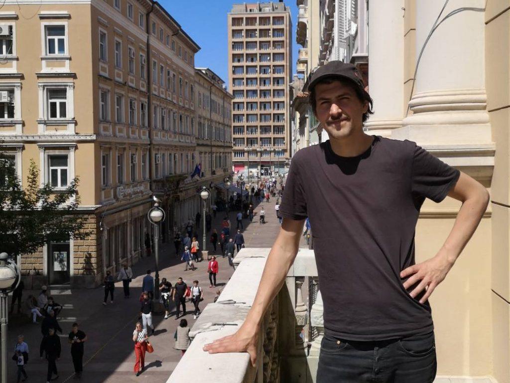Mario Santamaría na balkonu Filodrammatice / Foto Drugo more