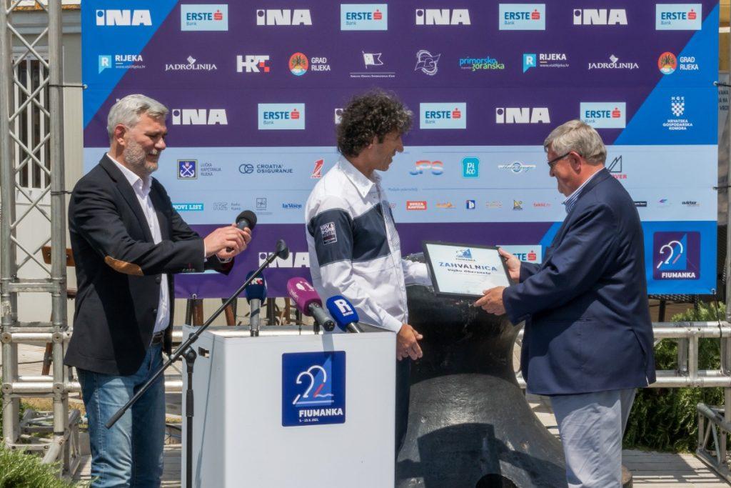Vojko Obersnel preuzima zahvalnicu organizatora Fiumanke / Foto: press